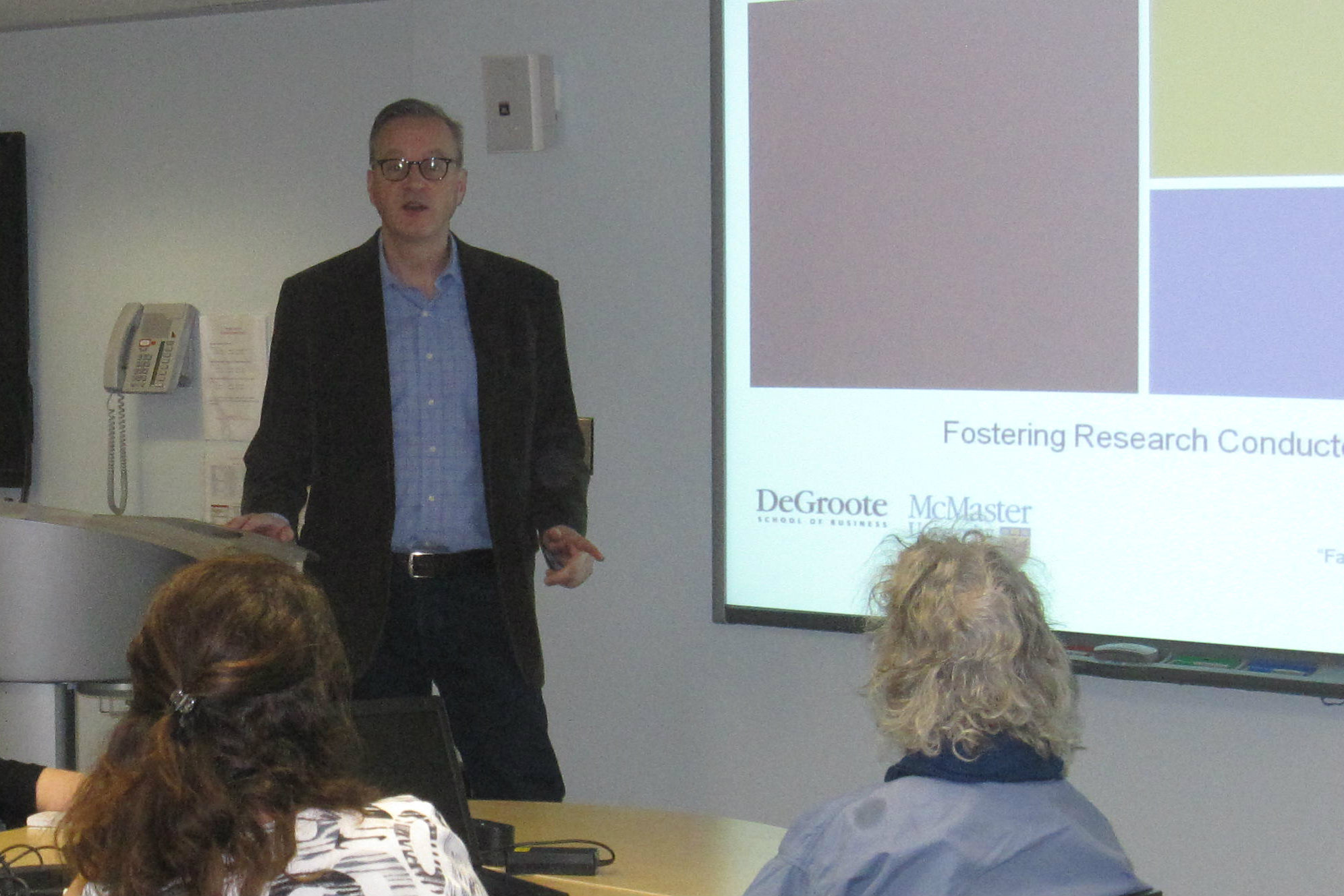 Professor Brian Detlor presenting at the Fostering Research Conducted by Librarians workshop he ran at McMaster University this February.